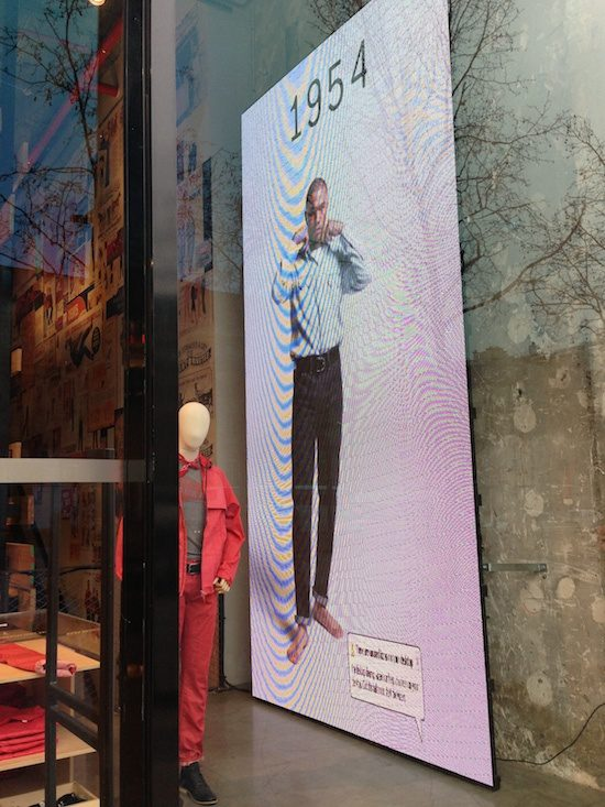 Digitail Levis Champs Elysees Mistake, Digital in Retail, The Myndset