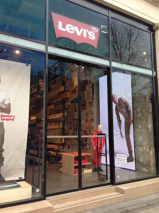 Digitail Levis Champs Elysees Mistake