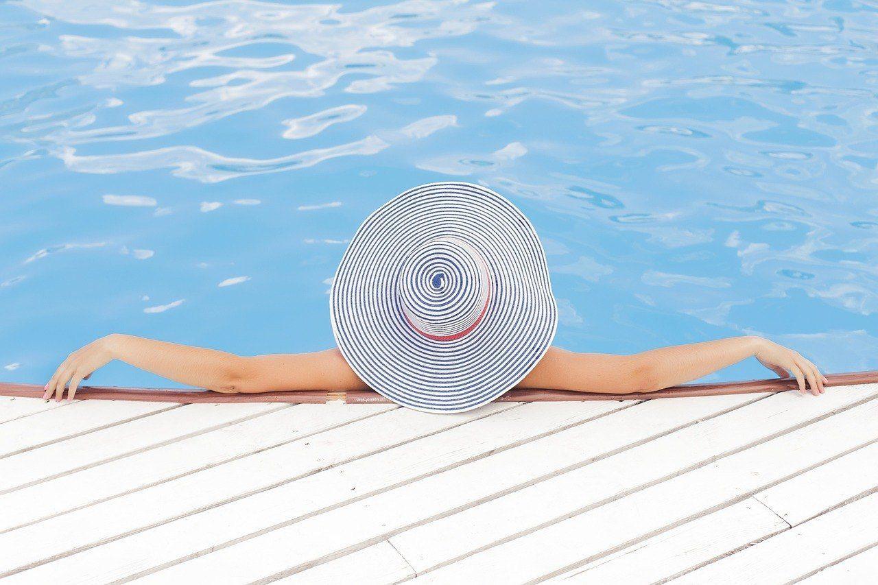 pool-690034_1280 Luxury